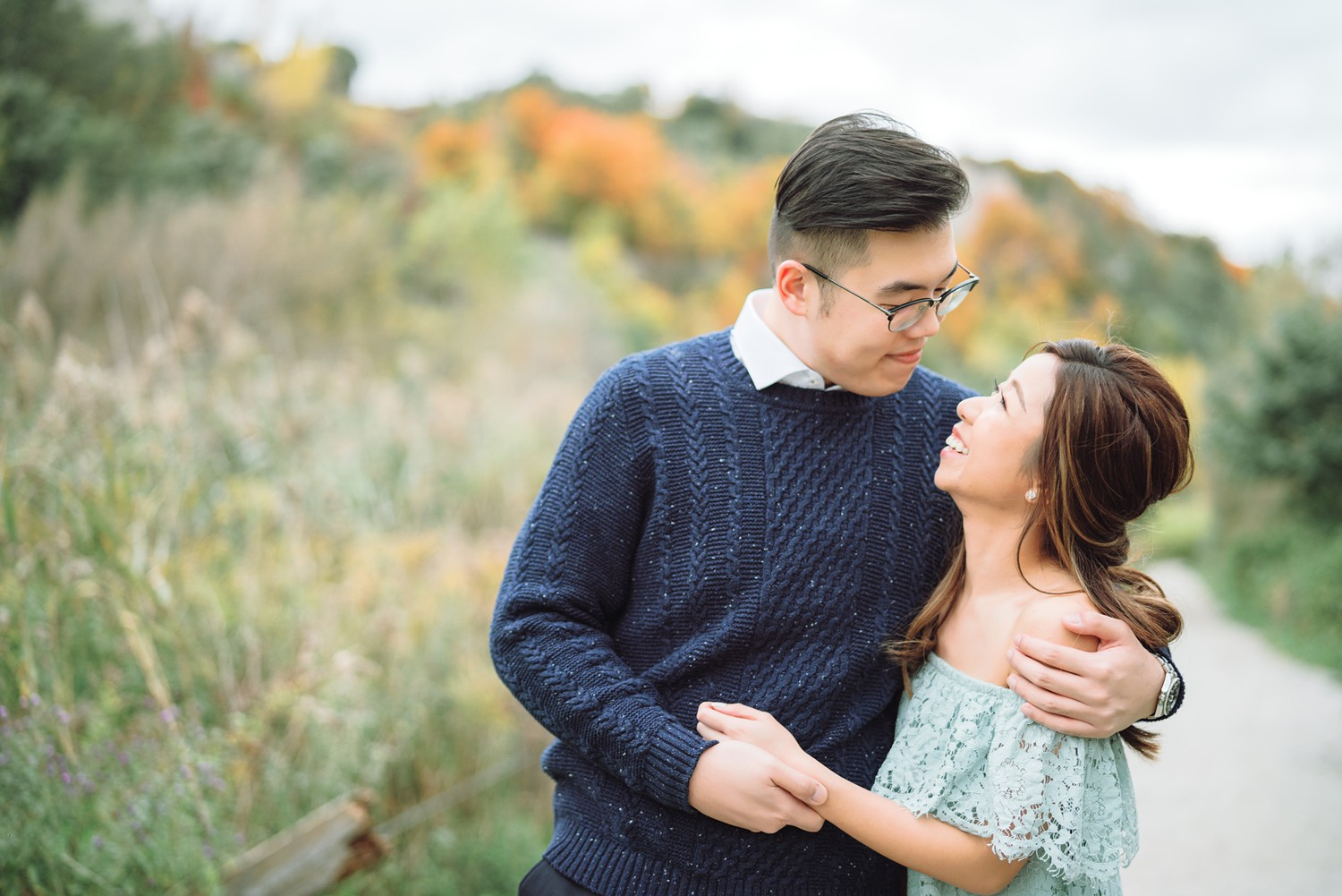 Candid_Scarborough_Bluffs_Beach_Fall_Toronto_Engagement_Photos-Rhythm_Photography