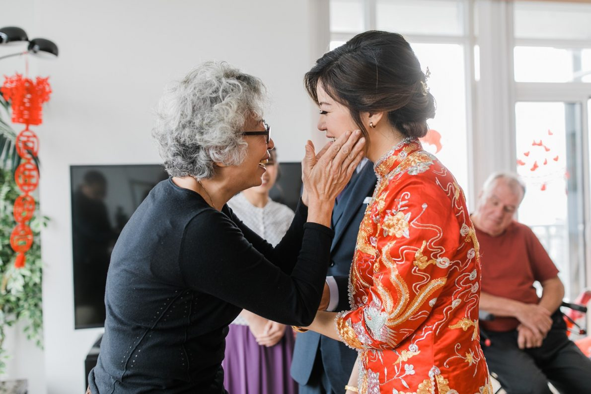 Chinese Tea Ceremony at Concord City Place Toronto Wedding Photographer