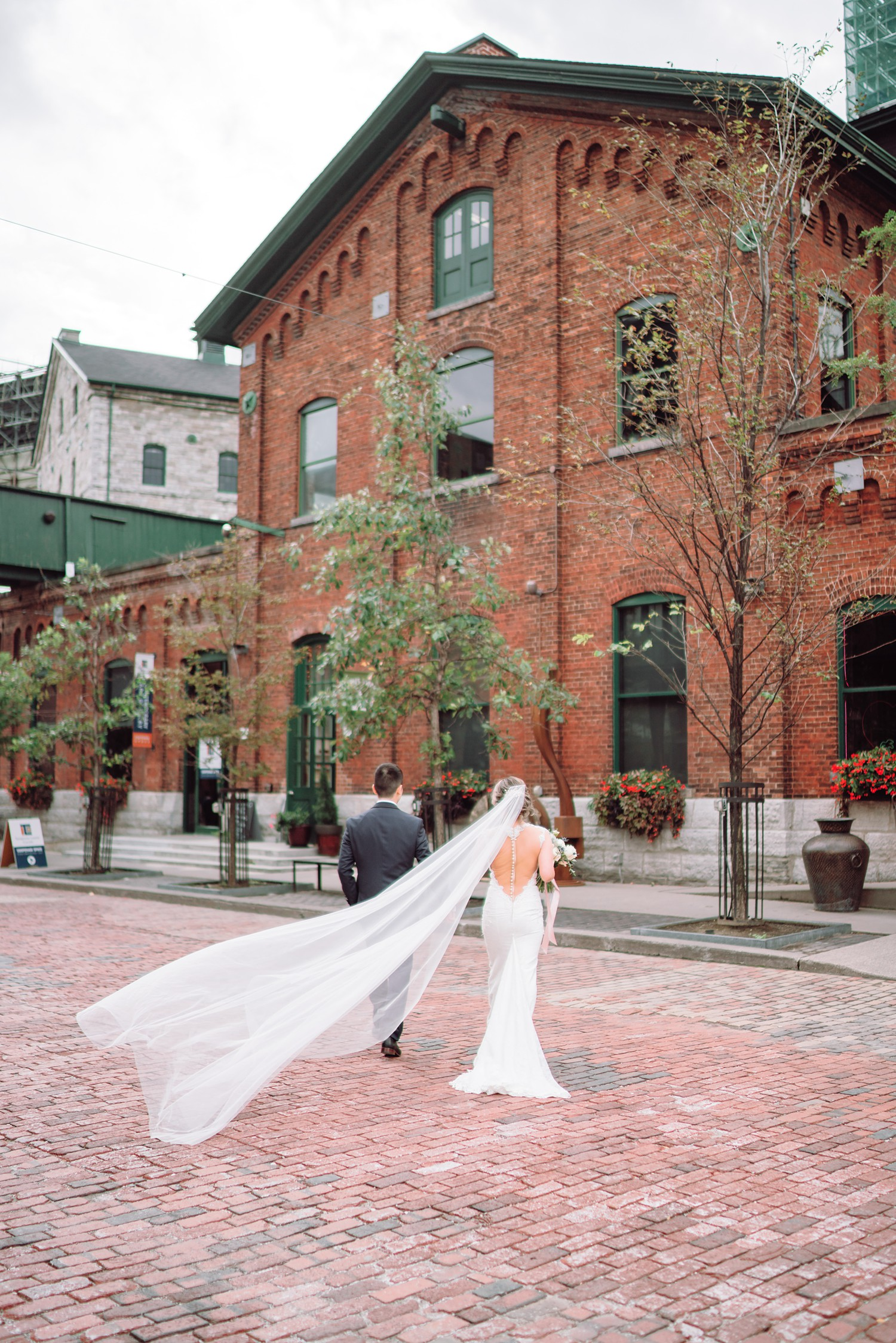 Veil_Archeo_Distillery_District_Wedding_Photos_Toronto_Destination_Wedding_Photographer-Rhythm_Photography