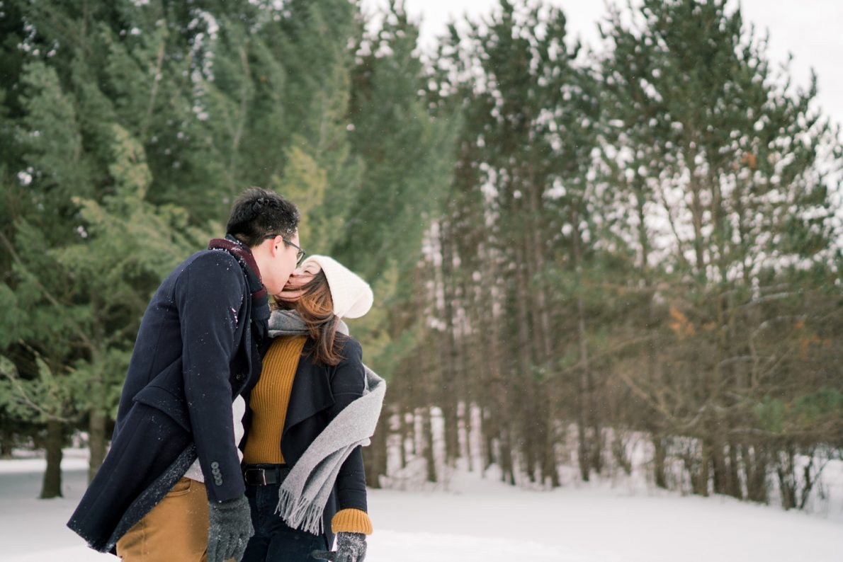 Winter-wonderland-Kortright_Conservation_Forest_Winter_Toronto_Engagement_Photos-Rhythm_Photography-042