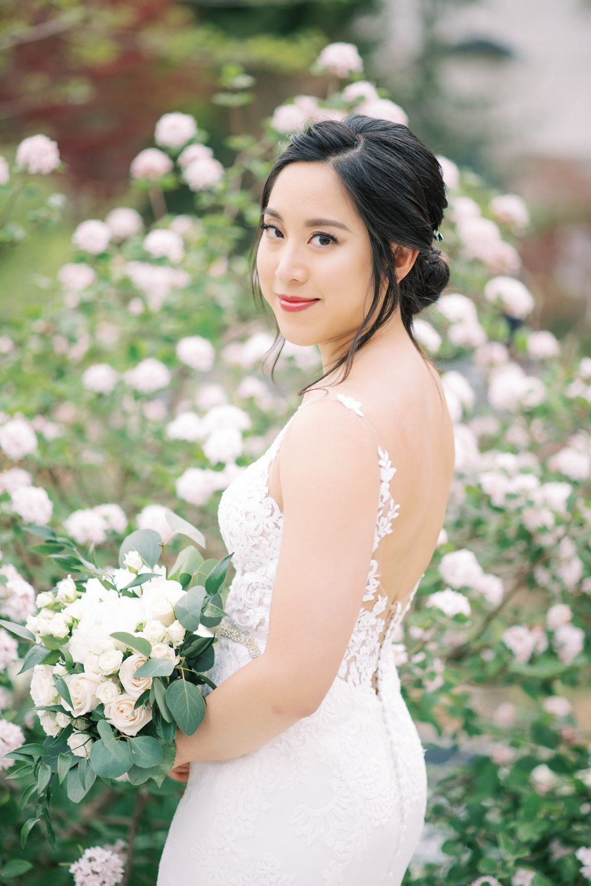 Chinese bride at Edwards Garden and Toronto Botanical Garden Wedding Photos