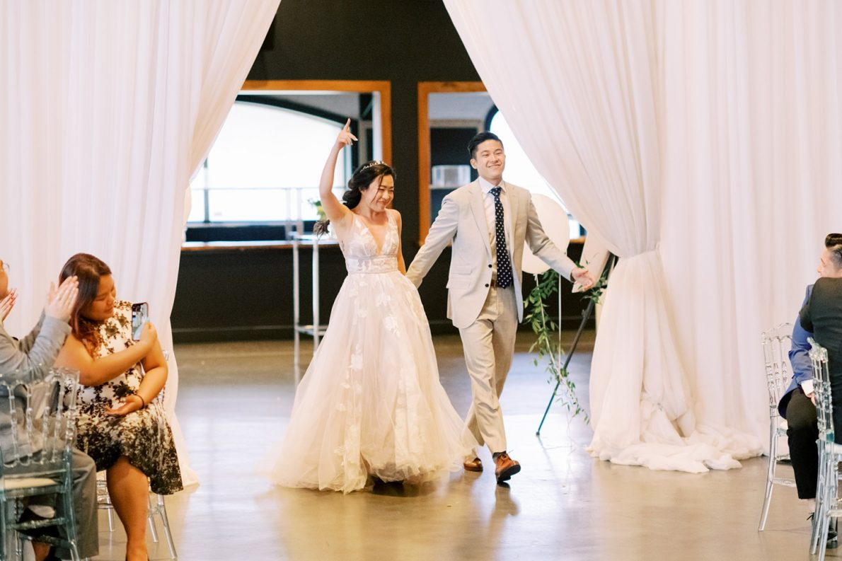 Yorkmills Gallery Romantic Grand Entrance Toronto Wedding Photos